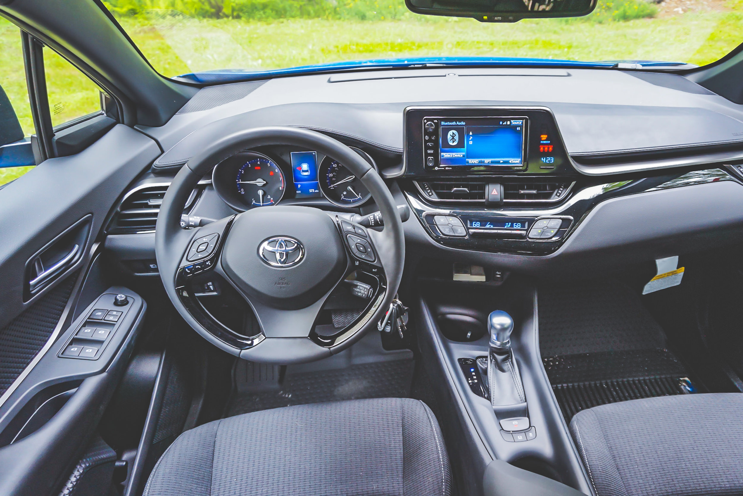 2018 Toyota C-HR dashboard steering wheel